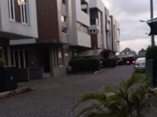 Fully Serviced 24hrs Light 5bedroom semi detached house with 1 room Bq in a Serviced Estate For Rent in Osapa, Lekki, Lagos